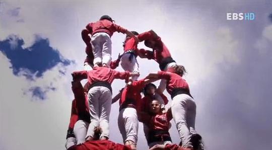 협동의 예술, 스페인 '인간 탑'